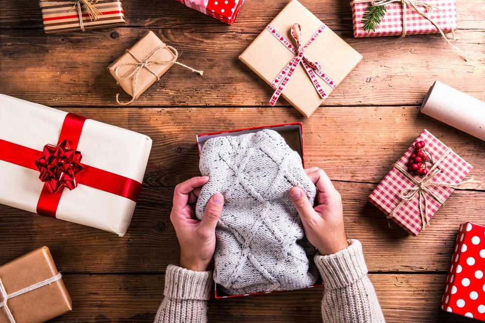 Подарок свитер
