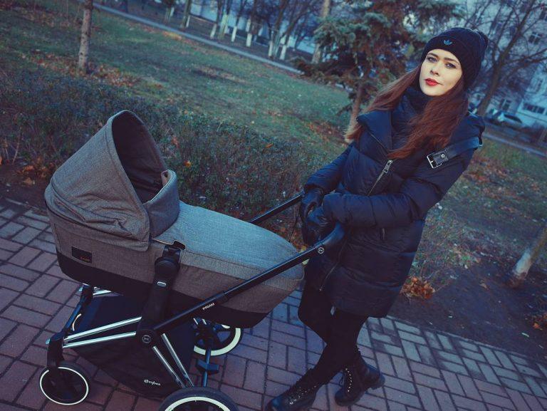 Солистка The Hardkiss опубликовала фото первой прогулки с новорожденным сыном