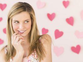 10 признаков влюбленной женщины