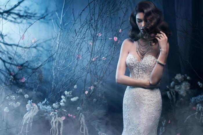 Невеста в свадебном платье Kenneth Winston