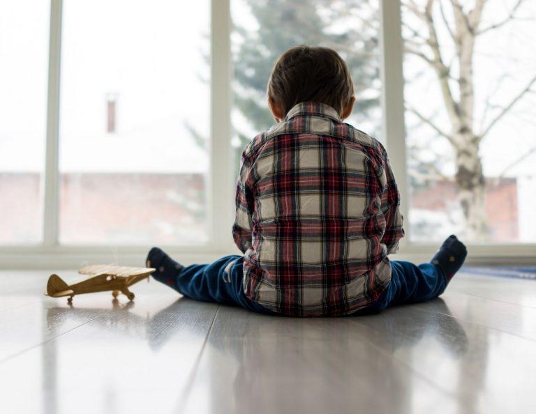 Синдром аутизма у детей: причины, симптомы, лечение