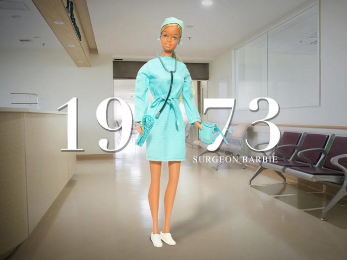 Кукла Барби в костюме медсестры