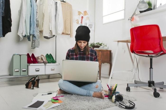 Чужая мечта - девушка с компьютером