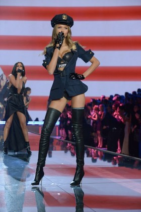 Модель Victorias Secret Жозефин Скривер