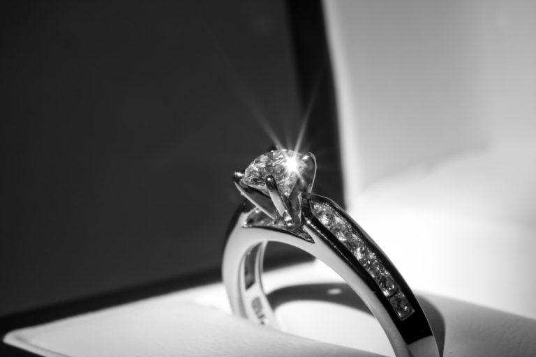 Брендовые кольца для помолвки на День святого Валентина
