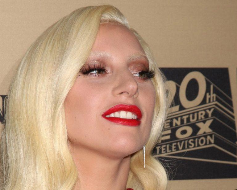 Леди Гага выступит на «Грэмми» с песней в честь Дэвида Боуи