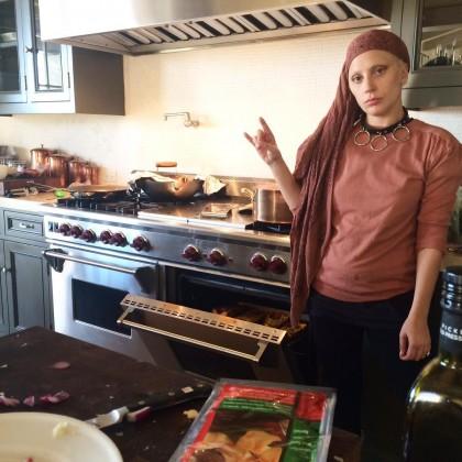 Леди Гага готовит