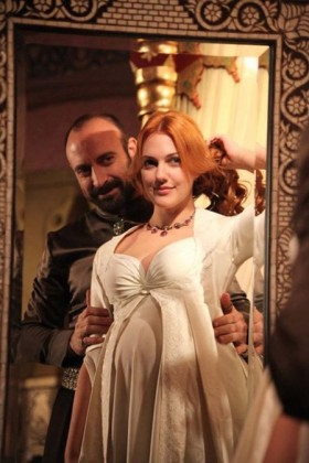 Актриса Мерьем Узерли