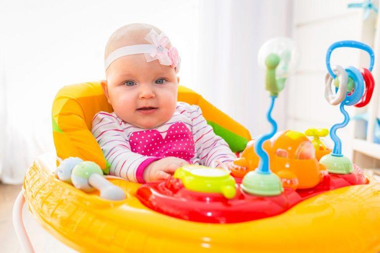 Ходунки для малыша: польза или вред