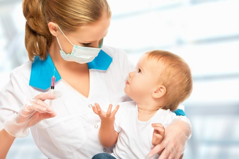 Вакцинация: прививать или не прививать детей