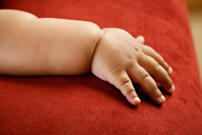Детская рука