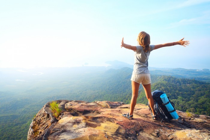 Девушка путешествует