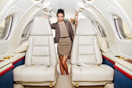 10 стильных образов для путешествия на самолете