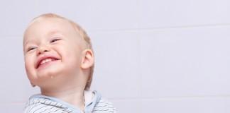 Ребенок с щеткой