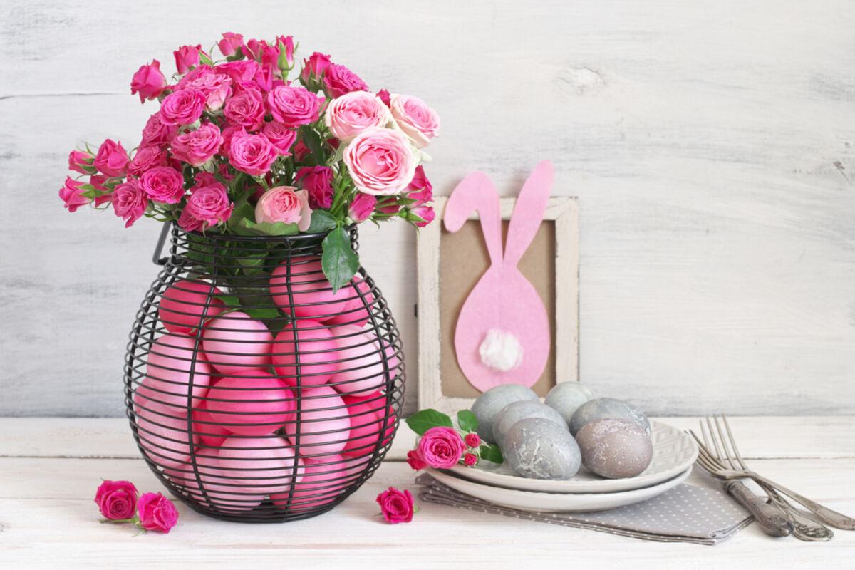 Пасхальные яйца в вазе