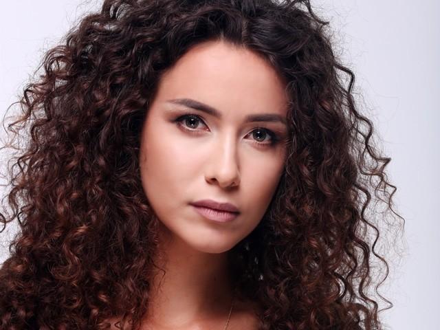Анетти из шоу «Холостяк — 6»: целомудренная и взрывная девчонка