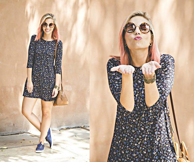 Девушка в очках, в коротком платье в цветочек и в макассинах