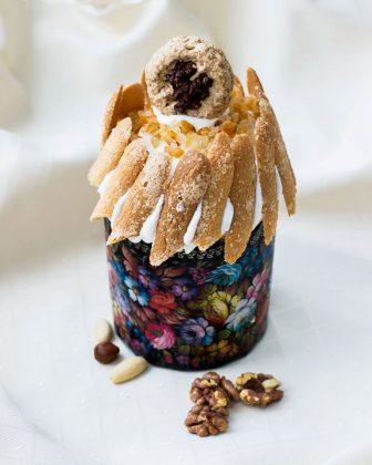 Авторский пасхальный кулич от ресторана «Жоржъ Эклеръ» с печеньем