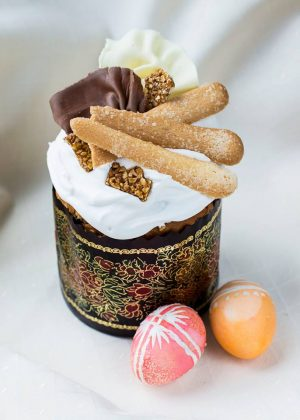 Авторский пасхальный кулич от ресторана «Жоржъ Эклеръ»с печеньем и шоколадом