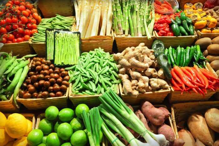 Овощи прилавке для продажи