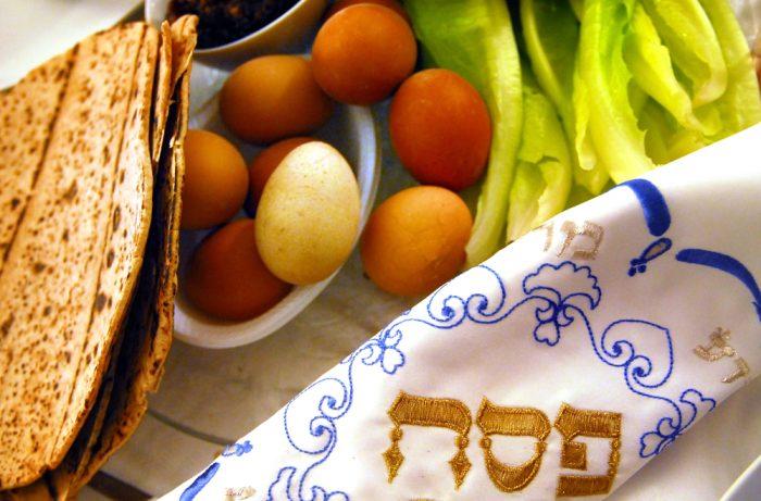 Вещи для еврейского пасхального обряда натилат ядаим