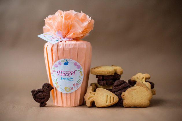Пасхальное печенье в розовой упаковке
