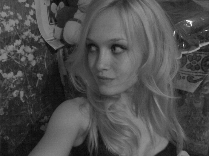Черно-белое фото Снежаны Задорожней участницы шоу Холостяк