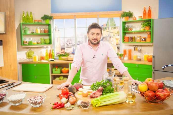 Телеведущий Алексей Суханов