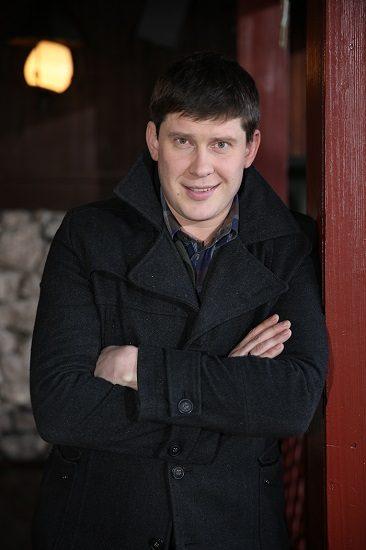 Алексеей Тритенко в черном пиджаке