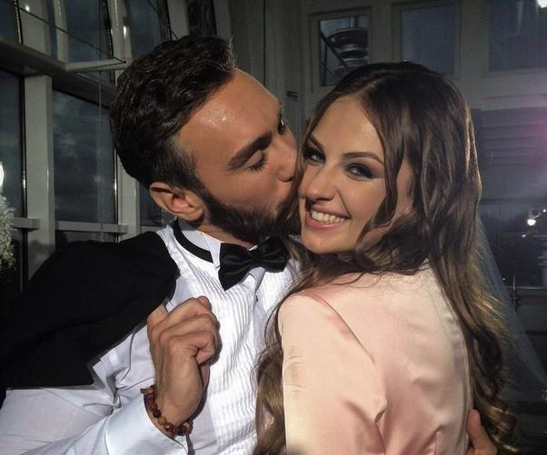 Иракли Макацария целует в щеку Алену Лесик