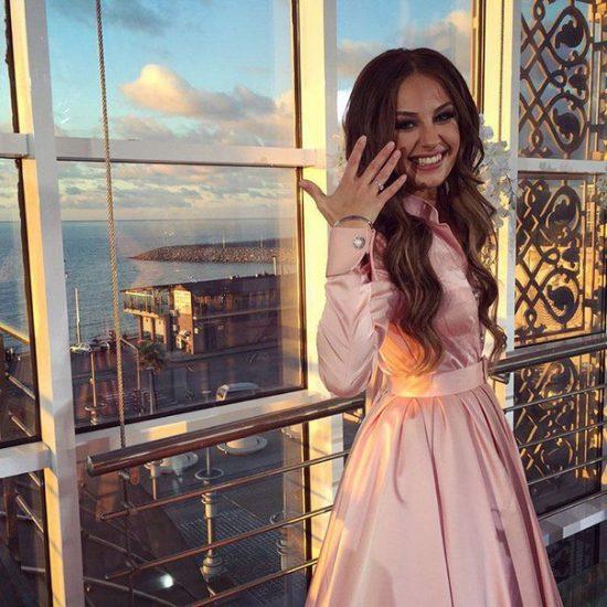 Алена Лесык с обручальным кольцом