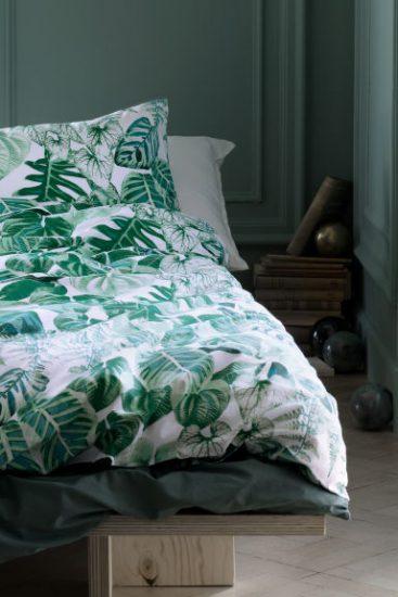 Белое пастельное белье с зелеными листками