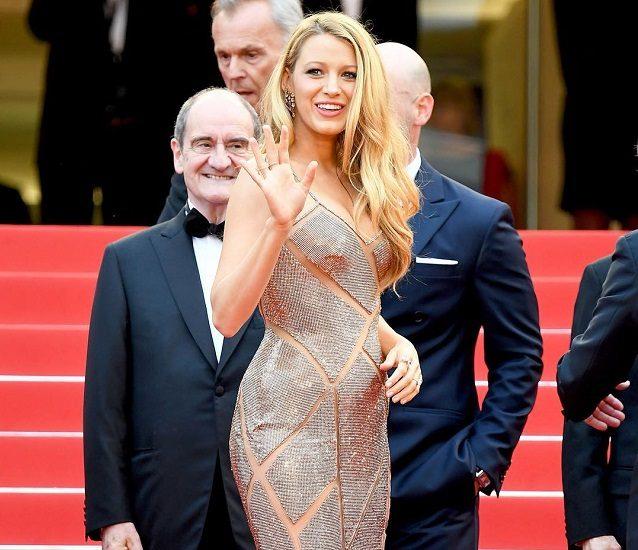 Блейк Лайвли в бежевом платье на Каннском кинофестивале 2016