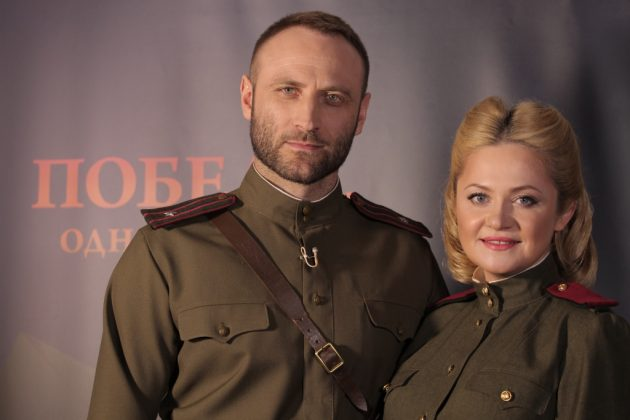Наталия Бучинская и Сергей Гладырь в военной форме