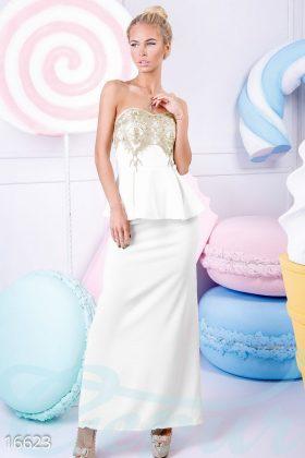 Девушка в длинном белом платье