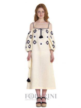 Девушка в белом платье-вышиванке
