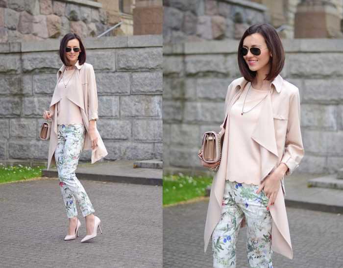 Девушка в светлых брюках с цветочным принтом