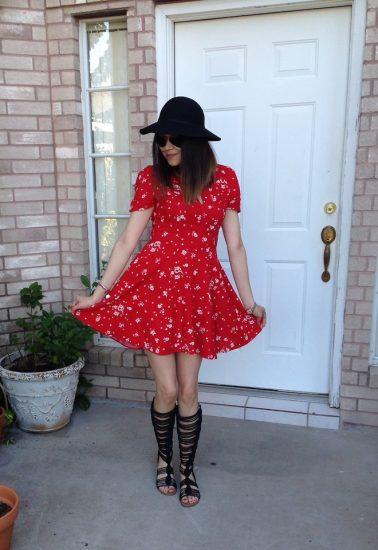 Девушка в красном платье и черной шляпке