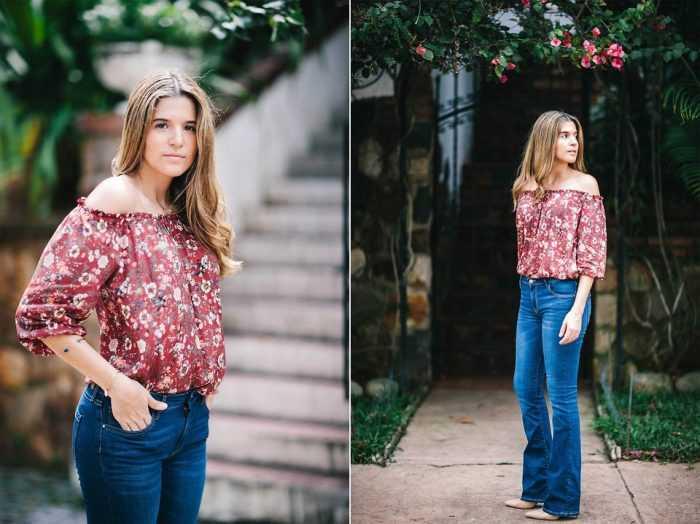 Девушка в джинсах с высокой талией и кофте с цветочным принтом