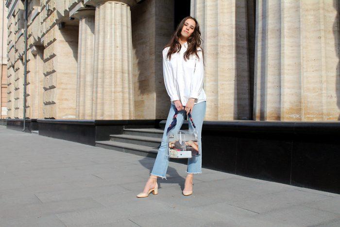 Девушка в джинсах и белой рубашке