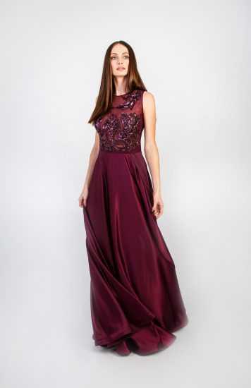 Девушка в платье Маргариты Авраменко
