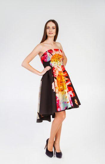Девушка в платье Анны Аронович