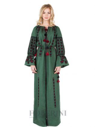 Девушка в зеленом платье-вышиванке