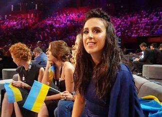 Джамала сидит в синем платье на Евровидении 2016