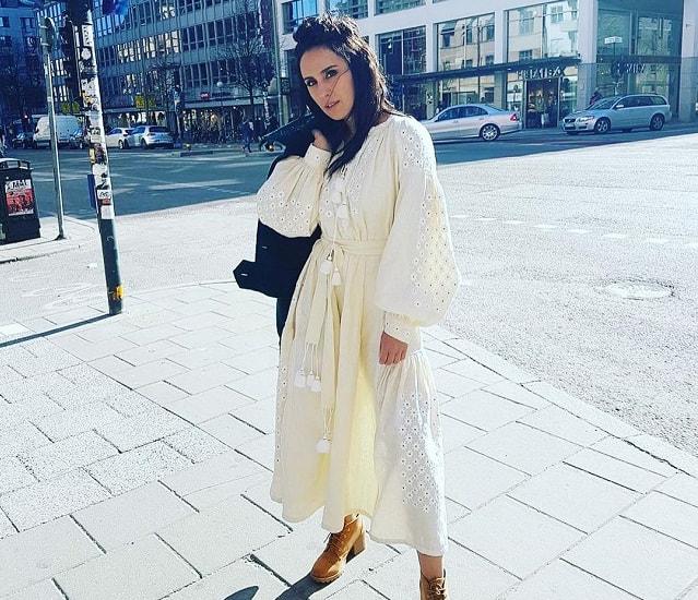 Джамала гуляет по Стокгольму в вышиванке