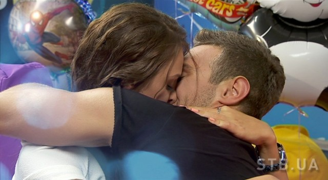 Иракли Макацария целует Алену Лесик
