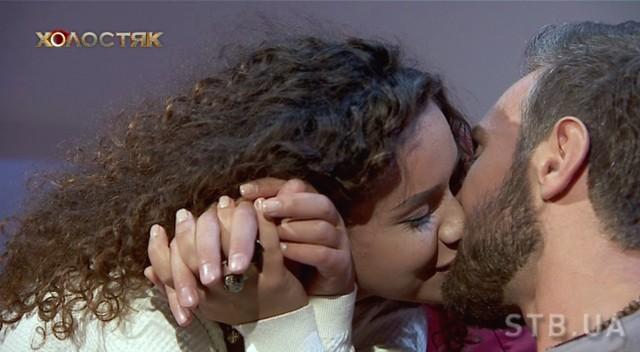 Иракли Макацария целуется с Анетти