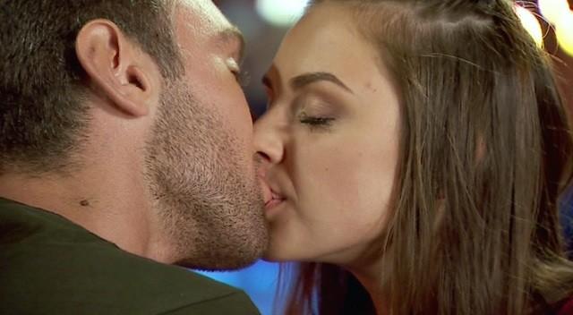 Иракли Макацария целуется с Аленой Лесик