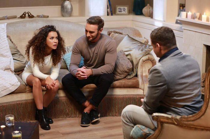 Иракли Макацария сидит возле Анетти на диване