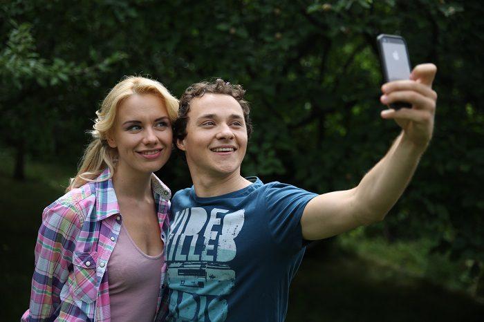 Константин Войтенко с Аленой Алимовой делают совместное селфи